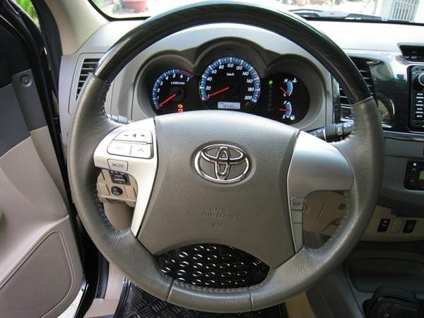 Xe Toyota Fortuner  2012