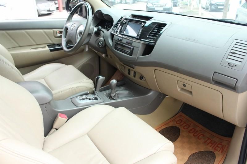 Xe Toyota Fortuner V 2013