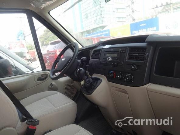 Xe Ford Transit  2015