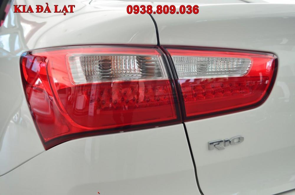 Cần bán xe Kia Rio AT, màu trắng, nhập khẩu
