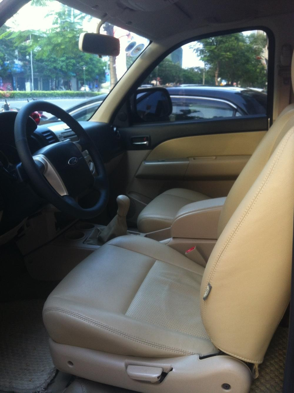 Xe Ford Everest 2.5 2010