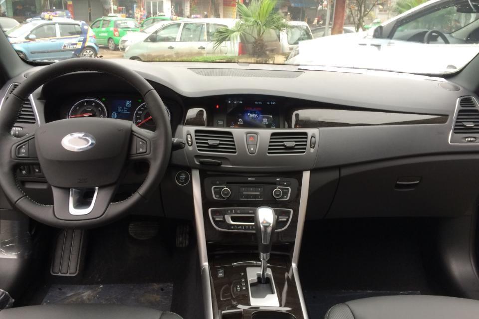 Bán xe Samsung SM5 Max đời 2015, màu trắng, nhập khẩu nguyên chiếc