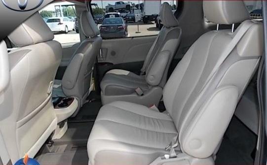 Toyota Sienna 3.5L sản xuất 2016, màu trắng, nhập khẩu
