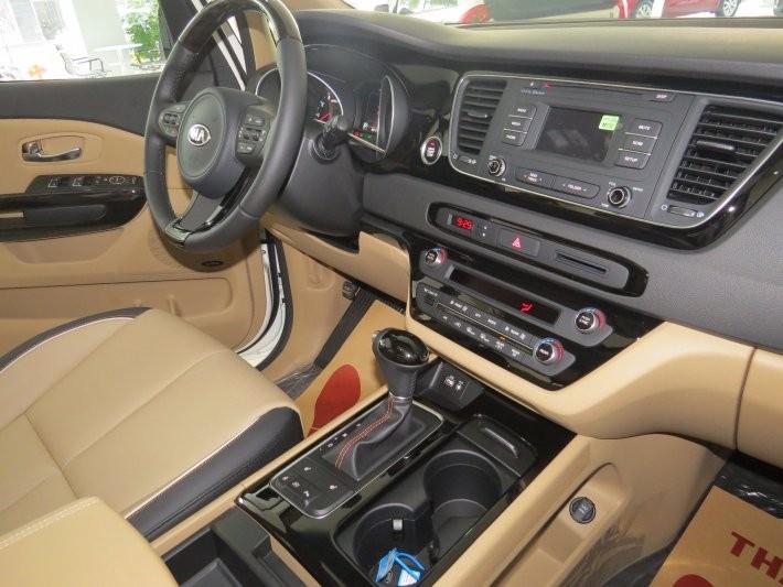 Kia Sedona GATH sản xuất 2016, màu trắng, giá tốt nhất