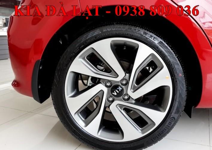 Kia Đà Lạt bán xe Kia Rio AT  màu đỏ, nhập khẩu chính hãng