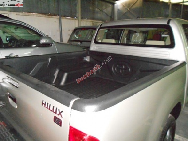 Xe Toyota Hilux 2.5E 2015