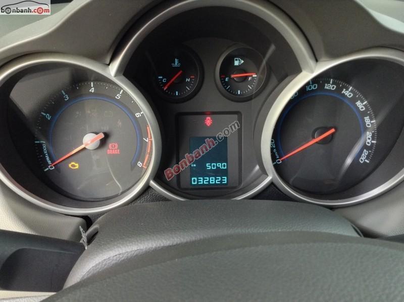 Đổi xe 7 chỗ cần bán xe Chevrolet Cruze LS đời 2011, màu bạc, xe gia đình