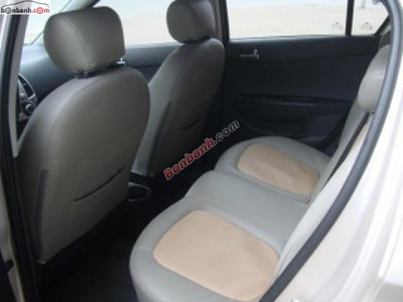Xe Hyundai i20  2012