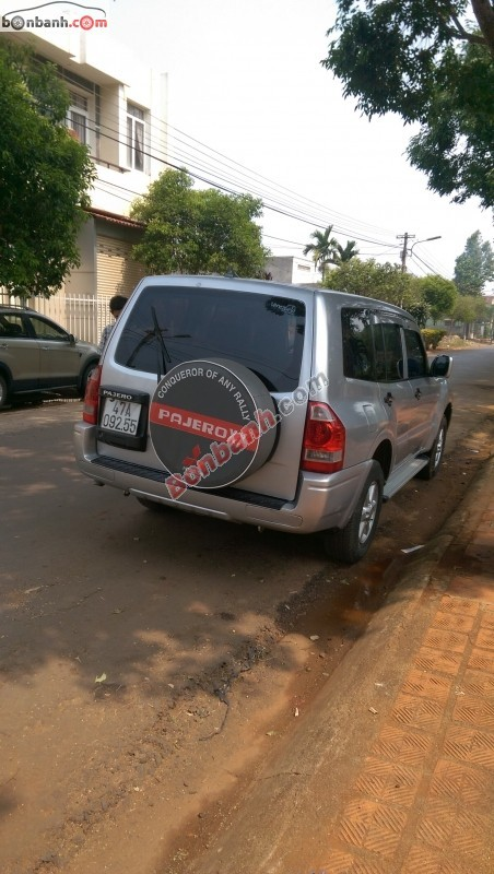 Xe Mitsubishi Pajero đời 2005, màu bạc, nhập khẩu chính hãng, như mới