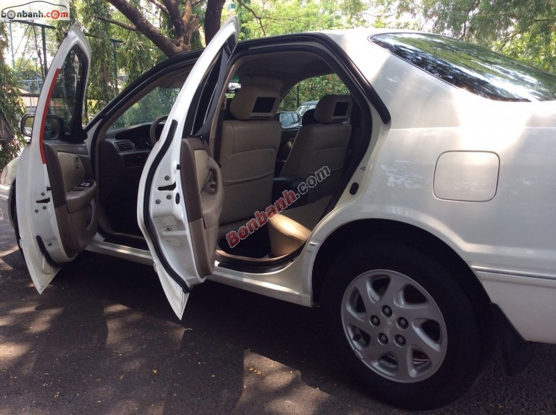 Bán ô tô Toyota Camry đời 2002, màu trắng, xe gia đình