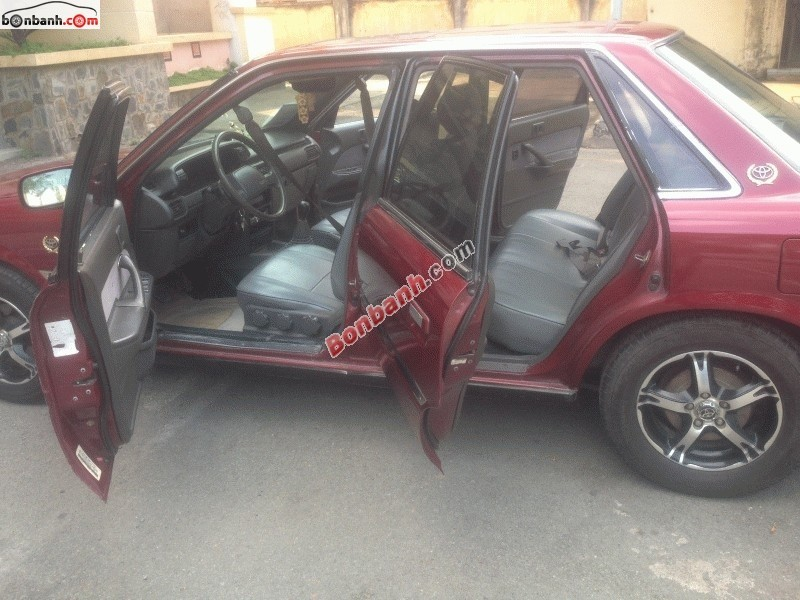 Cần bán Toyota Camry đời 1990, màu đỏ, xe nhập, xe gia đình