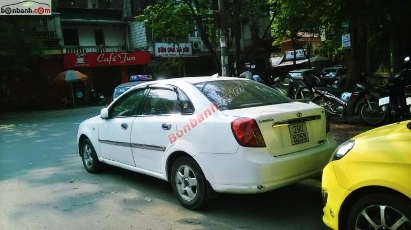 Xe Daewoo Lacetti đời 2004, màu trắng