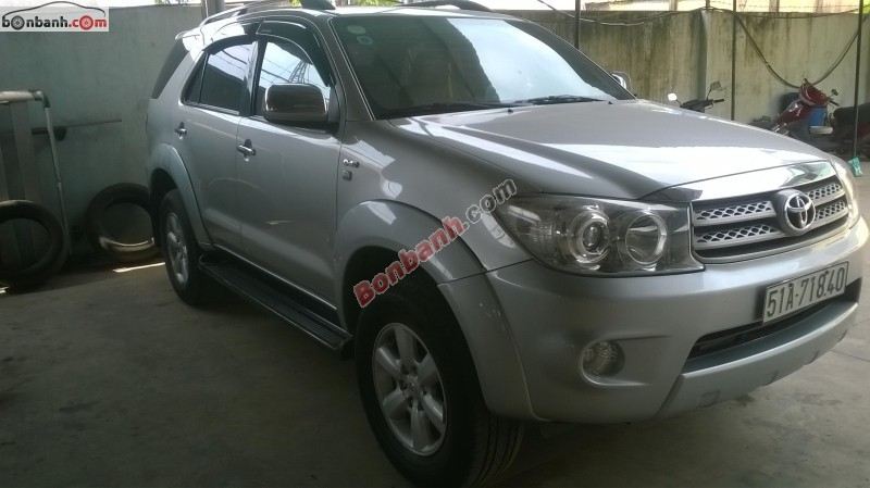 Xe Toyota Fortuner  2010