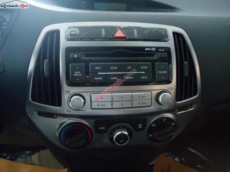 Xe Hyundai i20  2015