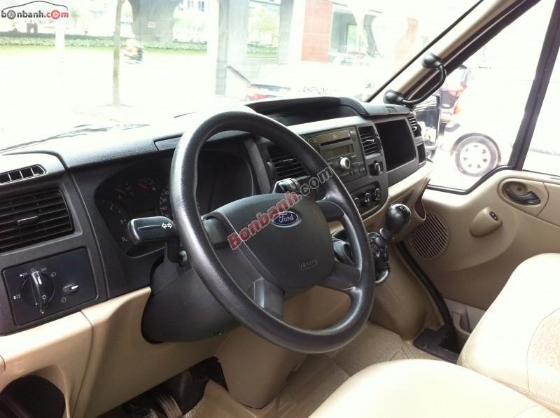 Xe Ford Transit  2012