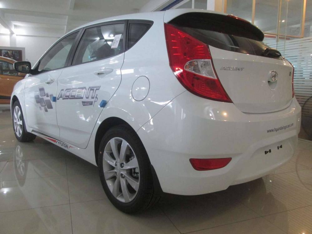 Xe Hyundai Accent 5 cửa 2014
