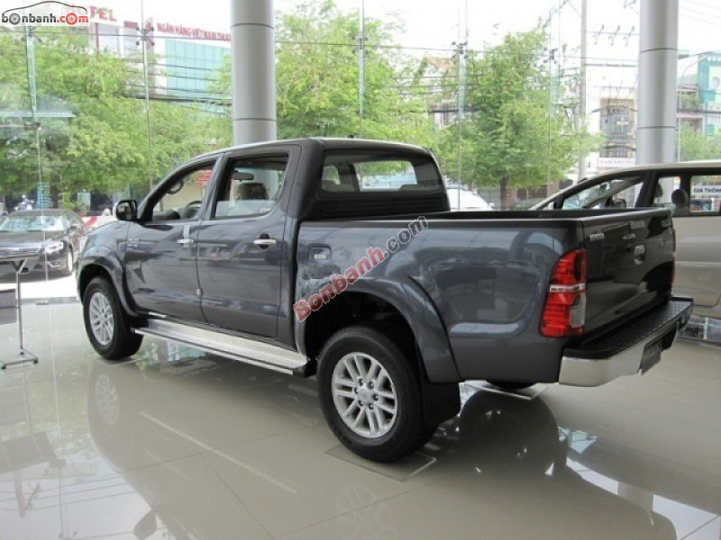 Xe Toyota Hilux Bán    2.5 L  mới tại TP HCM 2014