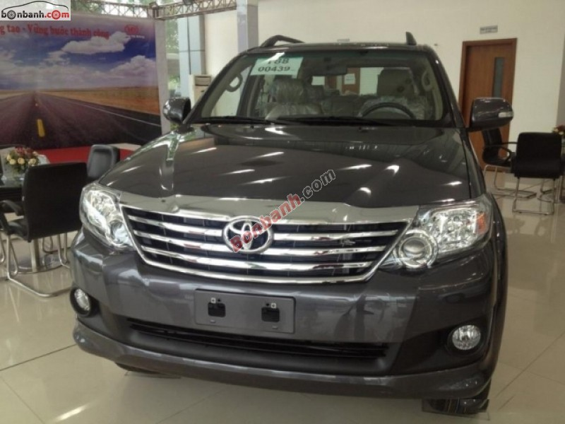 Xe Toyota Fortuner Bán    V 2WD  mới tại TP HCM 2014