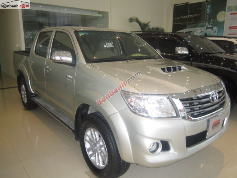 Xe Toyota Hilux  2014