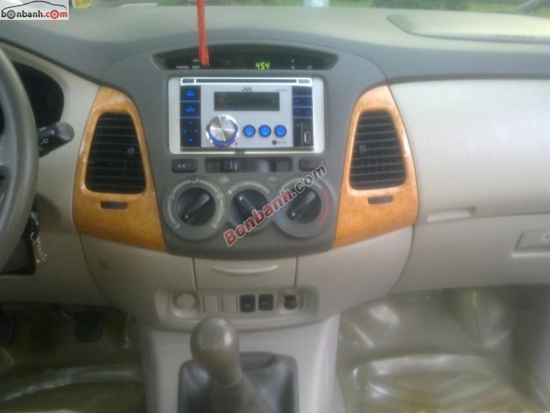 Xe Toyota Innova  2010