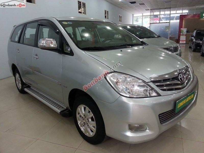 Xe Toyota Innova V 2010