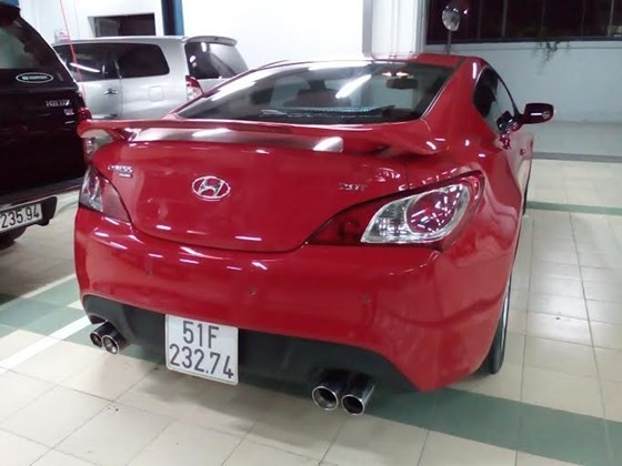 Xe Hyundai Genesis đời 2011, màu đỏ, nhập khẩu nguyên chiếc
