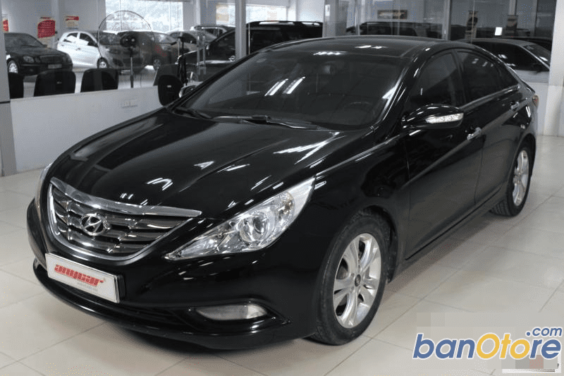 Cần bán gấp Hyundai Sonata đời 2011, màu đen, số tự động, 739 triệu