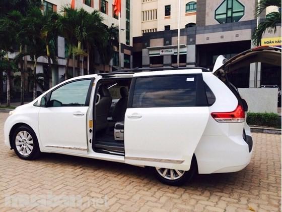 Cần bán xe Toyota Sienna đời 2012, màu trắng, xe nhập