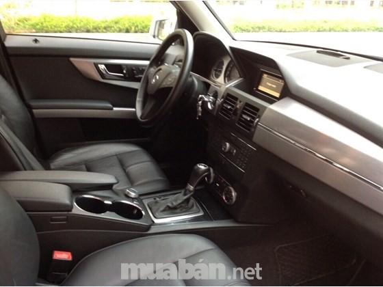 Chính chủ bán chiếc Mercedes GLK 300, đời 2010, màu bạc