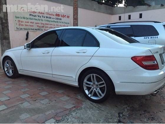 Cần bán xe Mercedes C200 đời 2013, màu trắng, nhập khẩu chính hãng, đã đi 43.000km