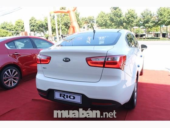 Bán xe Kia Rio sản xuất 2015, màu trắng, xe nhập