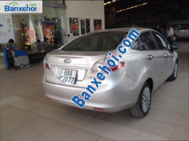 Bán Ford Fiesta AT đời 2011, màu bạc, giá chỉ 439 triệu