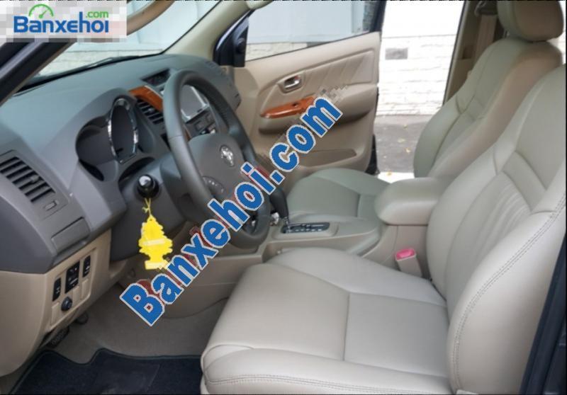 Xe Toyota Fortuner 2.7V đời 2011, màu xám, giá chỉ 765 triệu