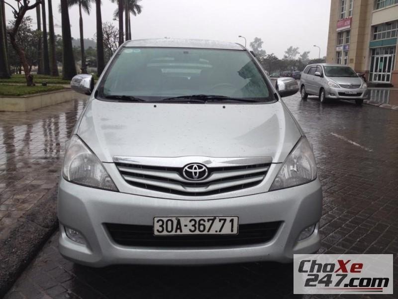 Cần bán gấp Toyota Innova 2.0G 2009, màu bạc, như mới, 468tr