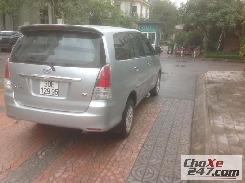 Xe Toyota Innova đời 2009, màu bạc, còn mới