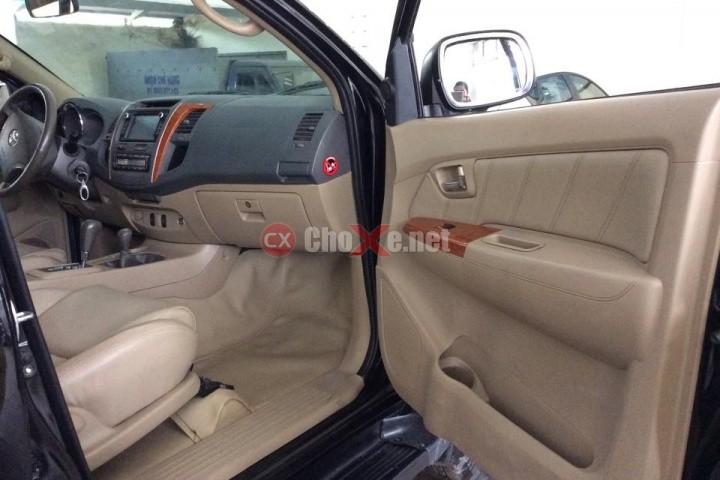 Cần bán gấp Toyota Fortuner V-4x4AT đời 2009, màu xám, số tự động, giá chỉ 740 triệu