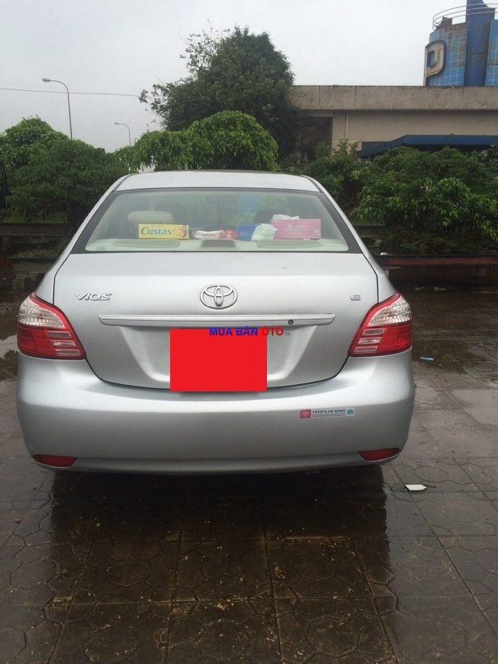 Cần bán Toyota Vios E 2010, màu bạc, chính chủ