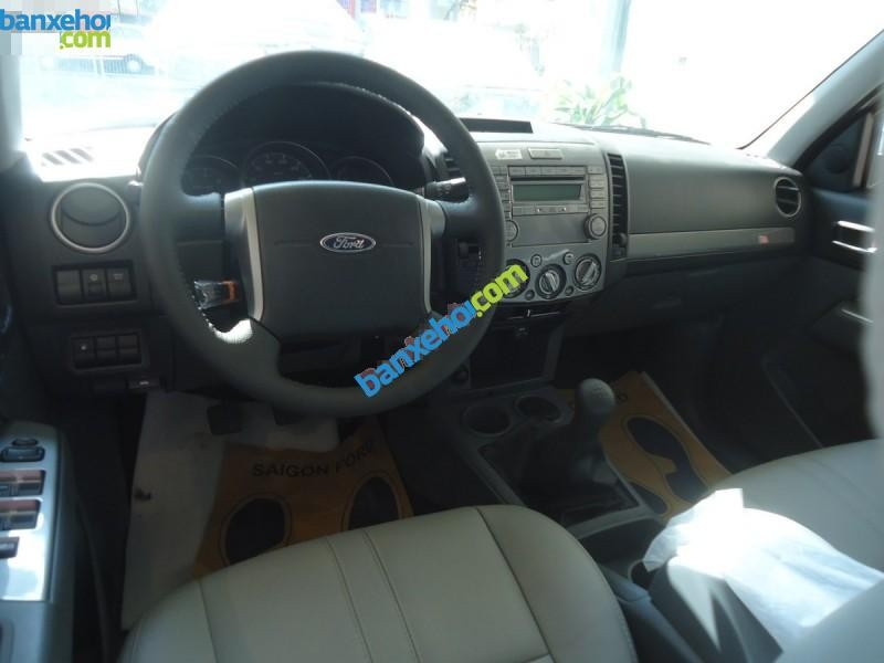 Xe Ford Everest 4x2 MT 2015