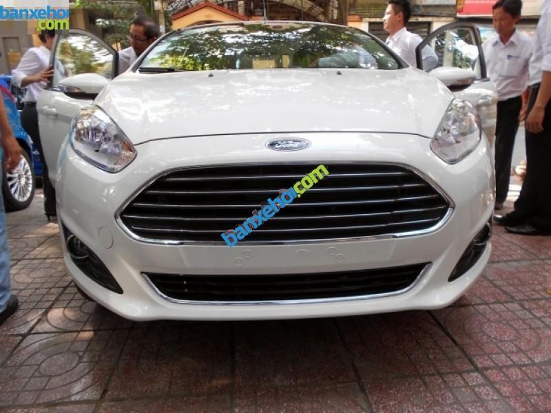 Bán xe Ford Fiesta 1.5L đời 2015, màu trắng