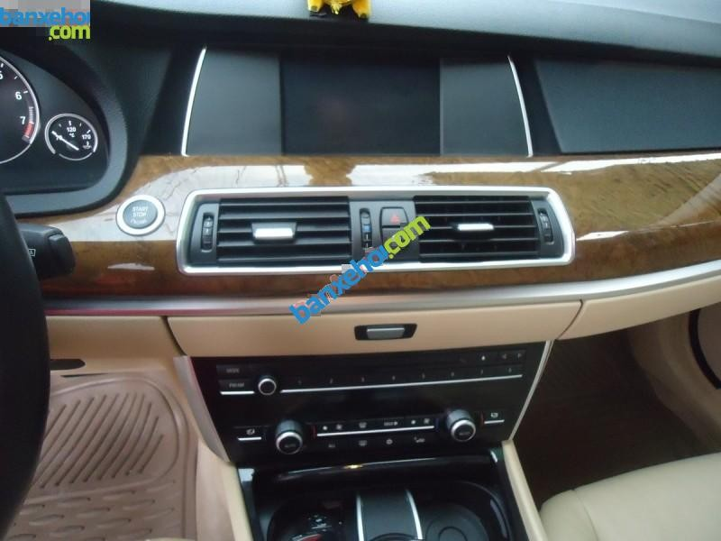 Xe BMW 5 Series 535i GT 2011