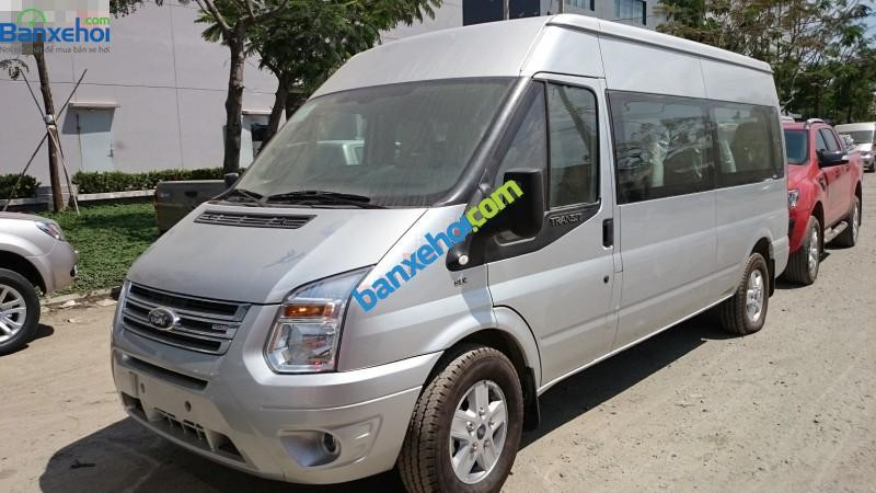 Xe Ford Transit  2015