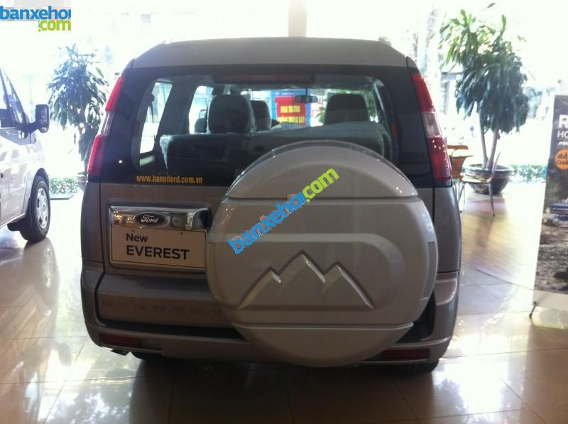 Xe Ford Everest 4x2 AT 2015