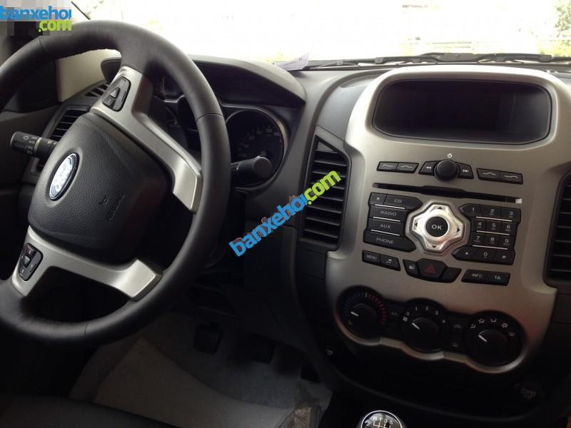Xe Ford Ranger 4x2 AT 2015