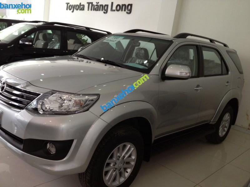 Xe Toyota Fortuner V 4x2 AT 2015