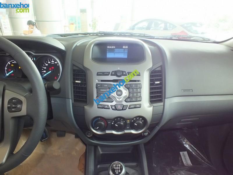 Capital Ford bán xe Ford Ranger XLT 4X4 MT nhập khẩu Thái Lan