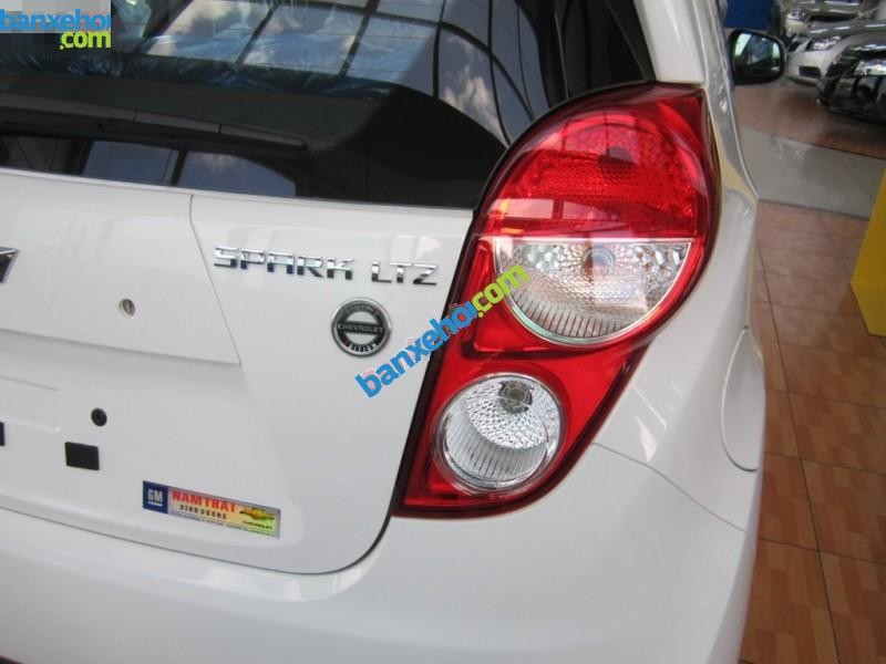 Xe Chevrolet Spark 1.0 AT 2015
