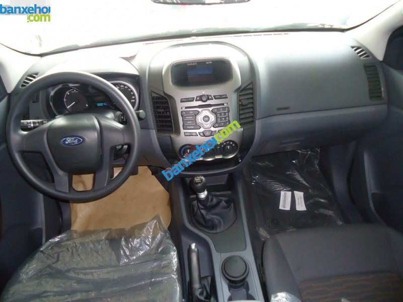 Cần bán xe Ford Ranger XLS 4x2MT đời 2015, màu bạc, xe nhập