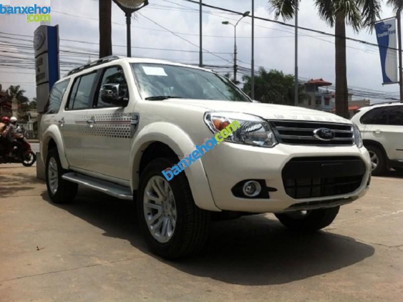 Cần bán Ford Everest 2.5L 4x2 AT 2015, màu trắng