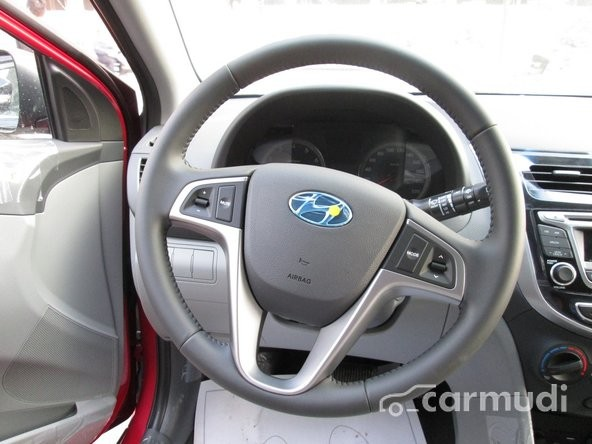 Bán ô tô Hyundai Accent 2015, màu đỏ sang trọng