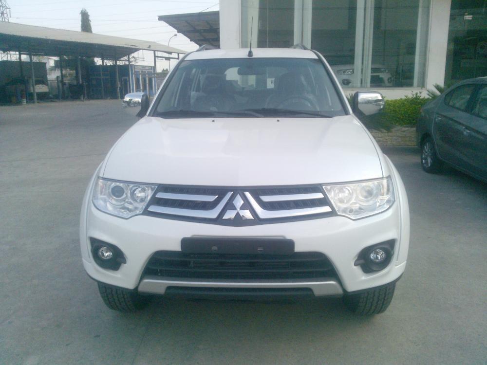 Bán xe SUV Mitsubishi Pajero Sport máy xăng 1 cầu/ Pajero sport 4x2 AT giảm giá đặc biệt, trả góp
